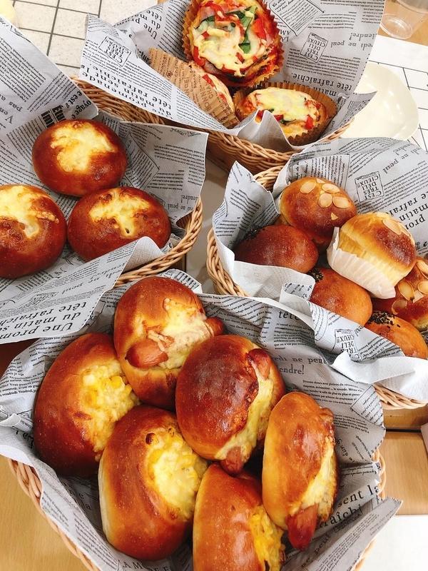 冷蔵発酵のイーストパン。かなり美味しい好評メニュー。