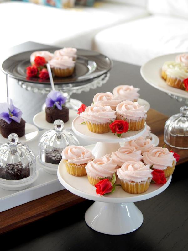 バタークリームカップケーキはケーキスタンドのお土産つき!