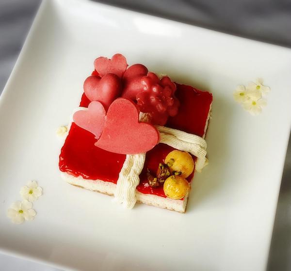 Rawホワイトチョコ&ベリーのプレゼントケーク♡