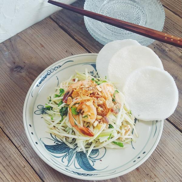 青パパイヤのベトナム風サラダ。えびせんと☆
