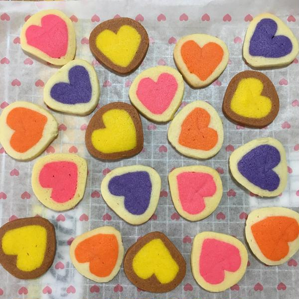 可愛いクッキーは、生地を冷凍保存できます。