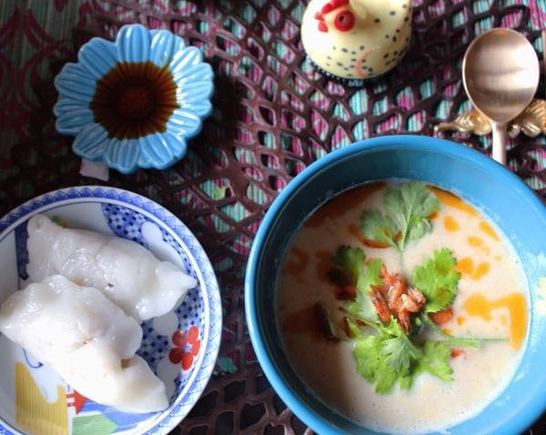 米粉モチモチ水餃子と、大豆か作る豆乳スープ