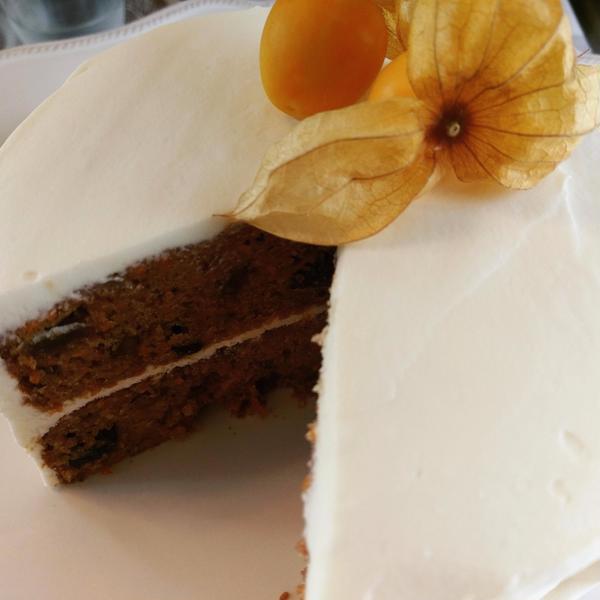 大人気のキャロットケーキはレイヤー仕立てに。