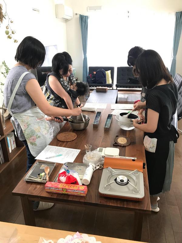 資格コースの卒業生さんと和菓子を作る交流会を開催しました