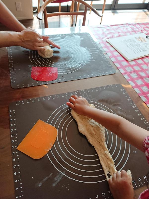 手ごねパン!夏に人気な枝豆チーズパン作ってます。