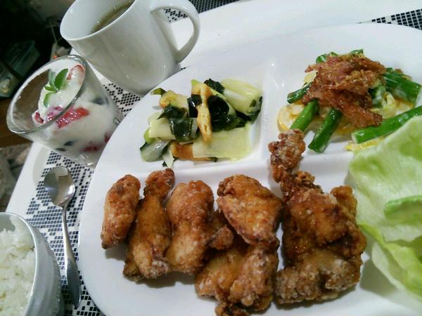 しっかり味付いた鶏の竜田揚げは男の子に大人気のメニュー!