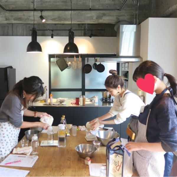◆レッスン風景◆ 塩麹と醤油麹を作り中♪