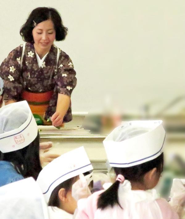 キッズ企画では和帽子をプレゼント♪お寿司屋さんの大将みたい?