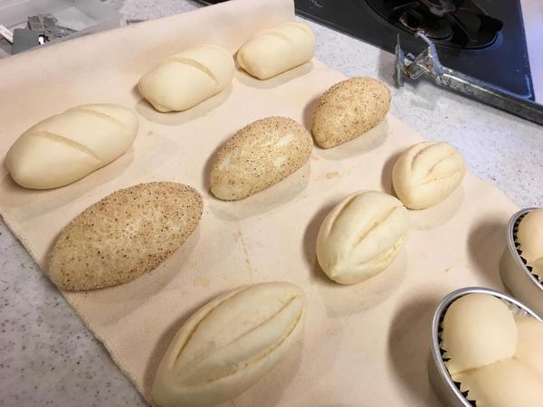 仕上発酵後、クープを入れて焼きます!