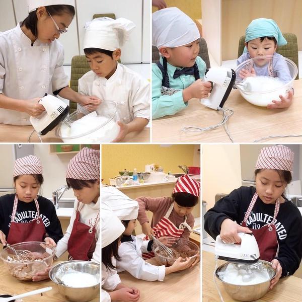 お友達と協力しながらケーキ作り