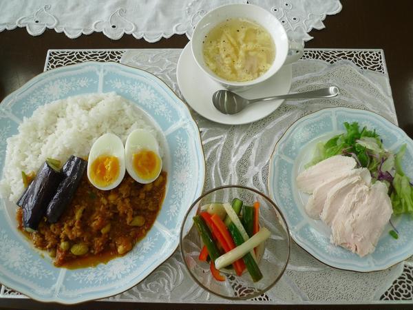 8月は薬膳豆カレー、生薬ピクルス、サラダチキンを作りました。