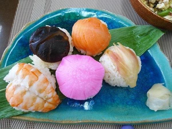 手まり寿司は5種類を2個づつ作ります。