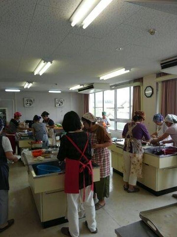 世代はバラバラですが笑顔で薬膳料理教室参加されています。