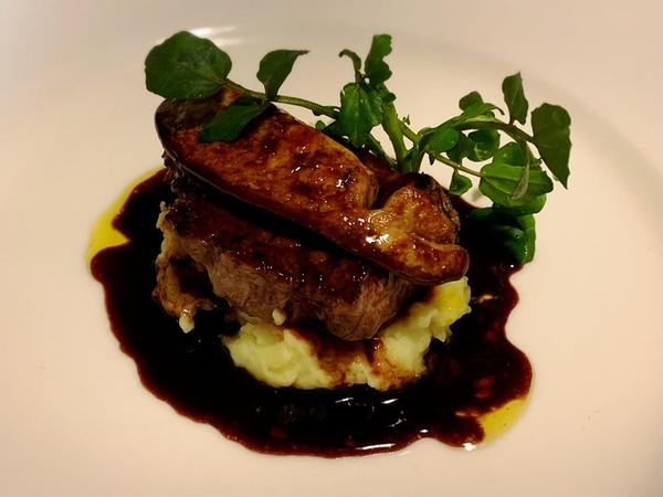 牛ステーキとフォアグラのロッシーニ風