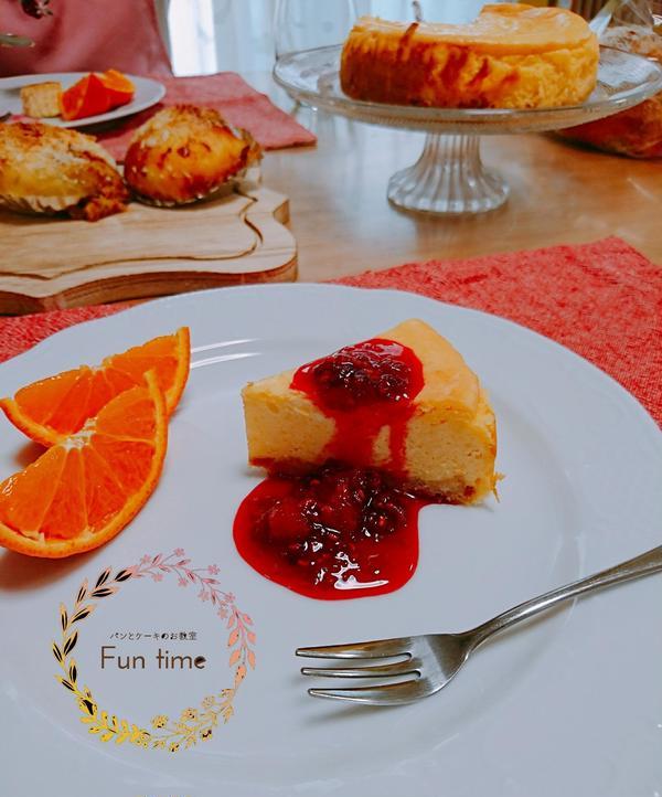 チーズケーキはフルーツソースも作ります