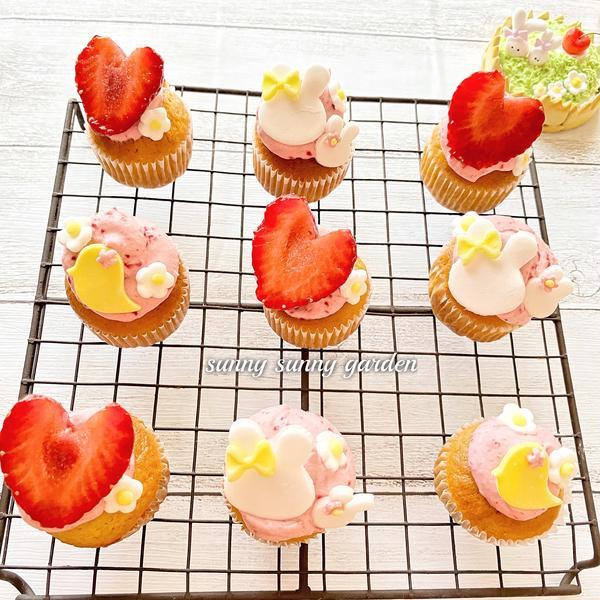 イチゴクリームのイースターミニカップケーキ ♡