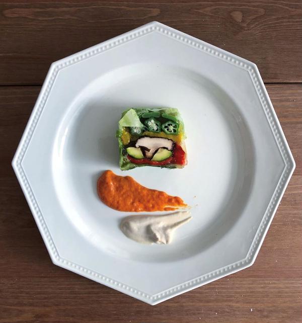 グリル野菜のテリーヌ パプリカと自家製マヨネーズを添えて