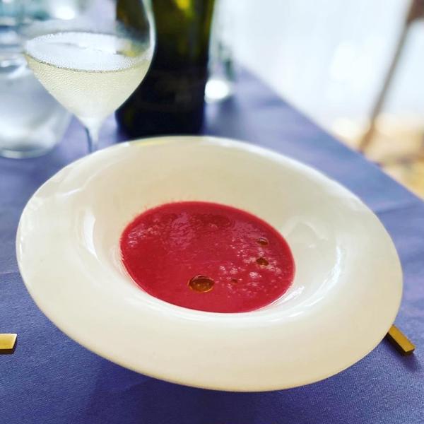 スープはビーツとプラムのポタージュ。田中直純の器で☺️
