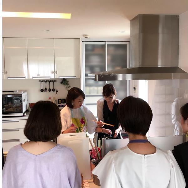 デモンストレーションが見やすいオープンキッチンです。