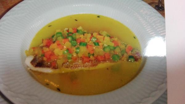 鯛のサフラン風味ナージュ仕立て