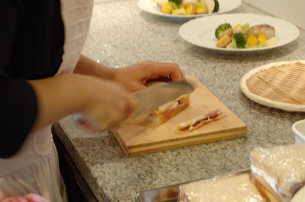 フルーツサンドは丁寧に切った美しい断面も美味しさのうち。