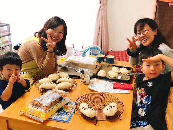 ママも子供たちも自分で作った可愛いパンに大満足♪