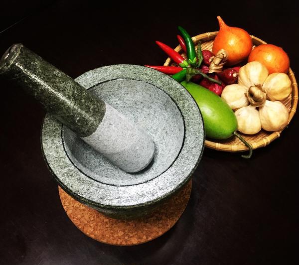 タイの石臼、ペーストから作るレッスン