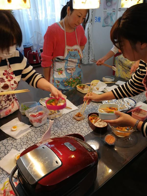 時短コースレッスンにてお弁当作りを行いました。