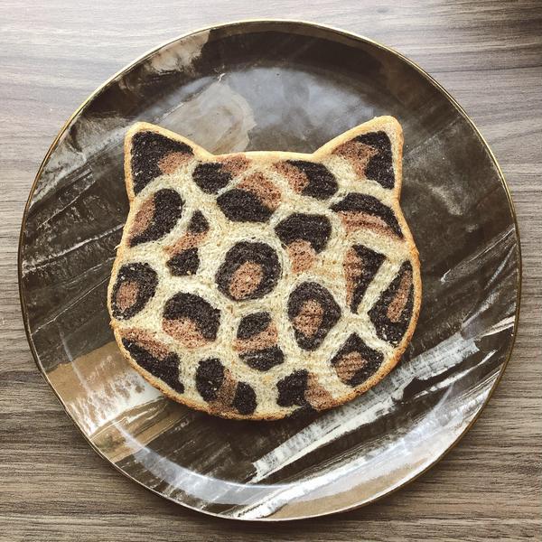 ヒョウ柄ねこパン