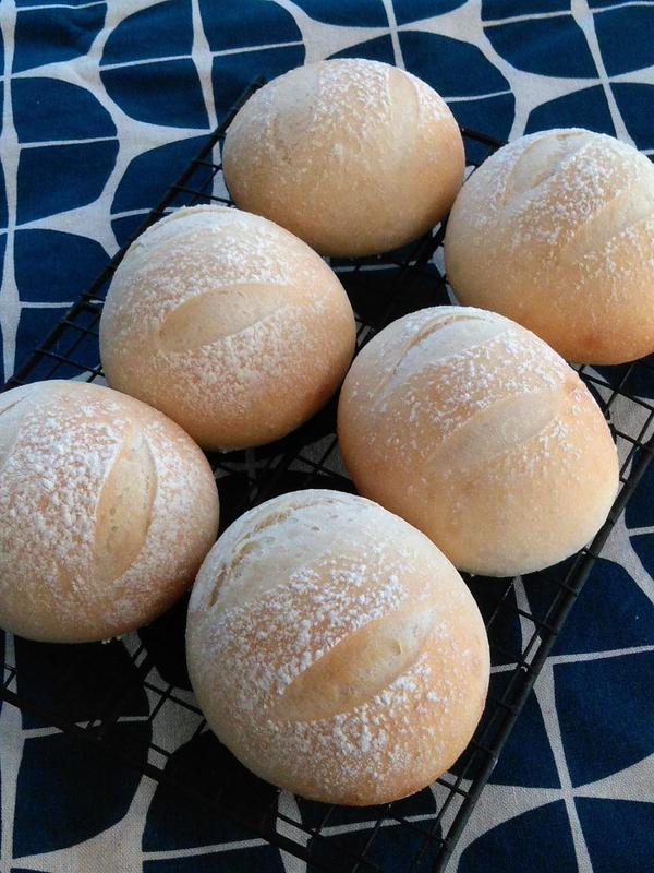 米粉パン。お米のやさしい甘さが感じられます。