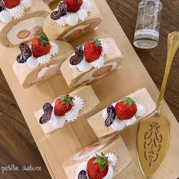 3月メニュー♡苺たっぷりシフォンロールケーキ