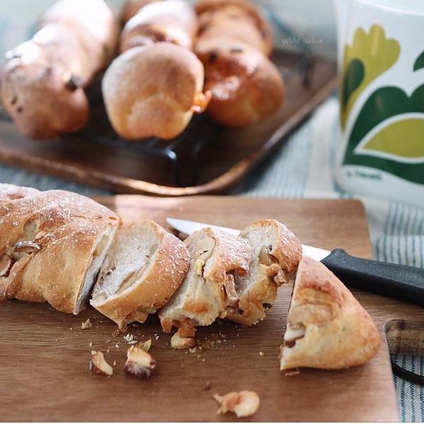 10月秋のねじねじバトンパン(栗&ナッツとベーコンチーズ)