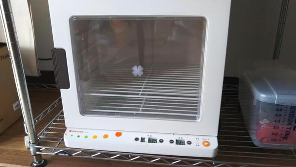 発酵器 生地の温度と湿度を管理します