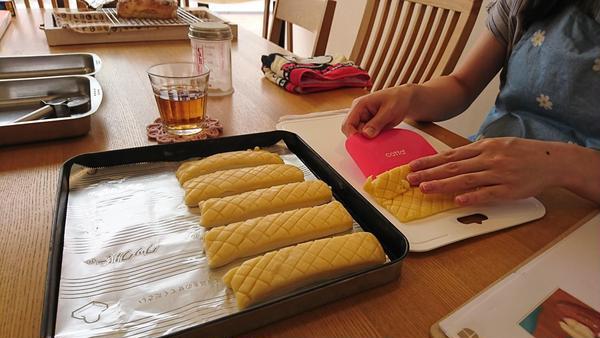 メロンスティックパンも簡単に作れちゃいます♪