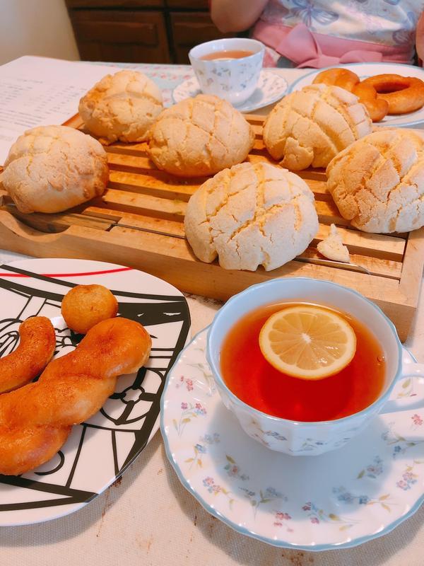 毎回2品目のパンを作ります。焼きたてを試食しながらの紅茶です