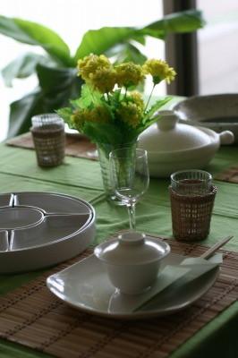 早春を楽しむ緑いっぱいのテーブルコーディネート
